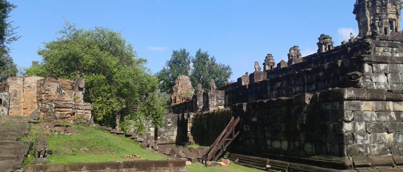 Prasat Bakong dring a unique experience on a Hanuman Travel tour.